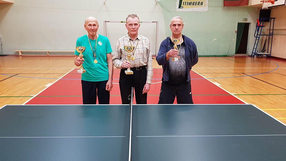 Stalo teniso mėgėjai varžėsi prie žaliųjų stalų