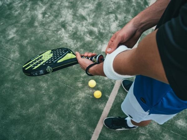"""Kviečiame registruotis į teniso pirmenybės """"Mano Gargždai"""" taurei laimėti"""